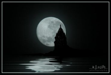 Moon over sewu temple by iwoth