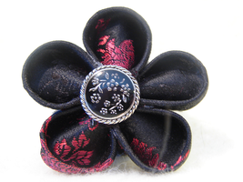 Black Red Tiny Flower Kanzashi by PastryStitches