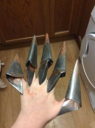Painted origami claws by Drogoththedragonlord