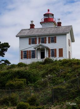 Yaquina Bay Lighthouse by TRunna