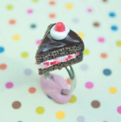 'Chocolate Strawberry' cake slice ring by citruscouture