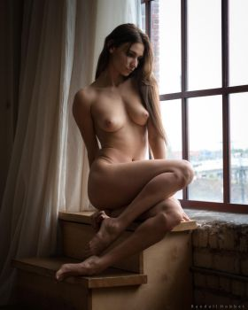 Ilvy by the Window by rdhobbet