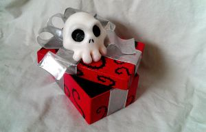 Nightmare Before Xmas themed Gift box - Red by Riskyo