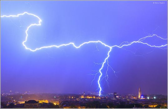 Lightning over Zagreb, Croatia by nrasic