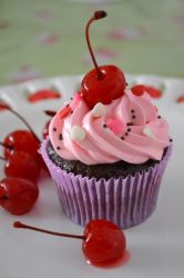 Chocolate and Strawberry cupcake by analage