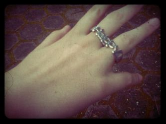 Lola's ring and hand by cierc