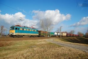 431 116 with goods train in Gyor on january, 2012 by morpheus880223