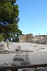 Knossos seen from afar by Cyklopi