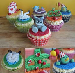 deviantART's 14th Birthday Cupcakes by cakecrumbs