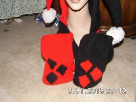 Harley Quinn Hooded Scarf pockets by beet17