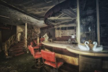 Swansong for a Barfly by szydlak