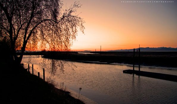 The Setting Sun by Val-Faustino