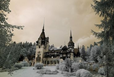 king's castle - infrared peles by Konczey-Zsolt