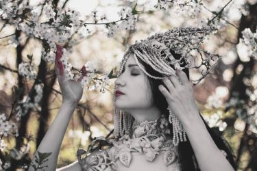 White Queen II by MariaPetrova