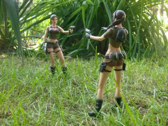 Lara vs. Lara by Badty92