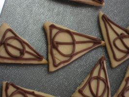 Deathly Hallows Cookies by yellow-tulips