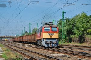 M62 317 with a goods train by morpheus880223