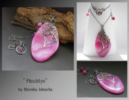 Heuldys- wire wrapped pendant by mea00