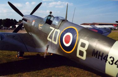 SPITFIRE mk9 MH 434 c by Sceptre63