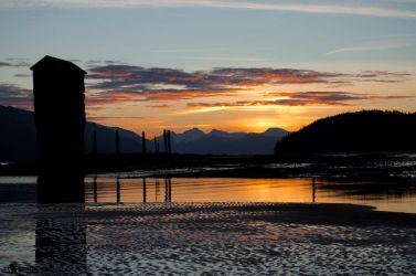 pumphouse at sunrise by spoox
