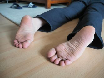 cold dead feet 06 by mrsection
