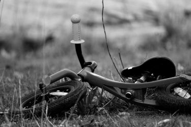 Forgotten Bicycle by FlyteWizard