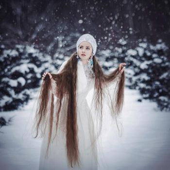 Snow Maiden by MariannaInsomnia