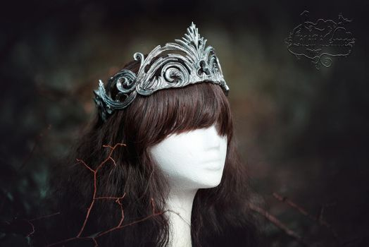 Crown broken in silver by LilifIlane