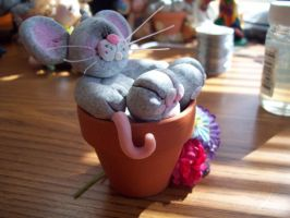 Potted mouse by ryliecat