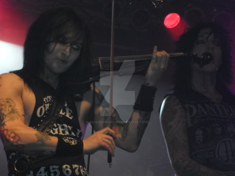 BVB Concertphotos Cologne 11/22/13 Jinxx and Jake by xxdaswarwohlnix