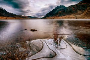 Overlooking Tryfan by CharmingPhotography