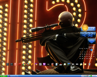 April 2010 Desktop by GentlemanGezzy