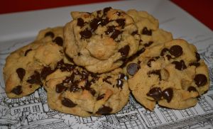 Chewy Chocolate Chip Cookies by Lily-Gangsta