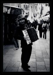 Venetian Accordionist by starheart