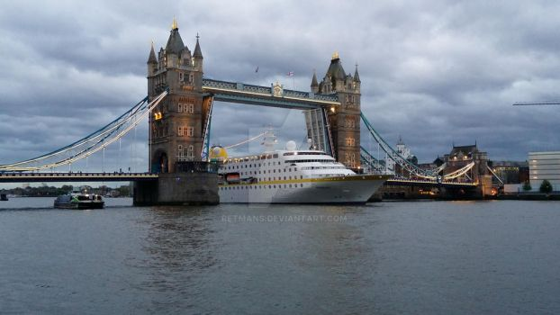 boat sailing under the Tower Bridge. on youtube by retmans