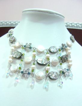 DePearls Necklace by beeyeeflo