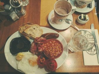 Breakfast - On a trip to London by AuroreMaudite09
