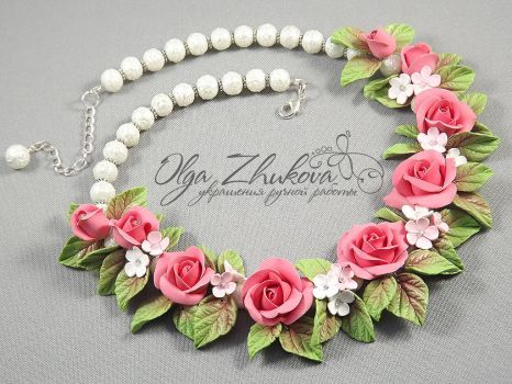 necklace with roses by polyflowers