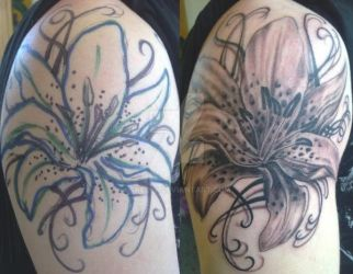freehand flower by skelly
