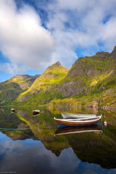 Agvatnet Reflection by Dave-Derbis