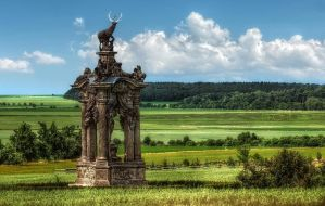 Hunt Monument at Hlavenec by pingallery