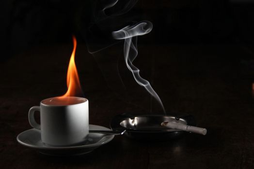 Hot coffe and a cigarette... by AlejandroCastillo