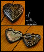 locket: heart one by HouseOfAlletz