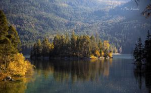 Autumn on the lake. by Phototubby