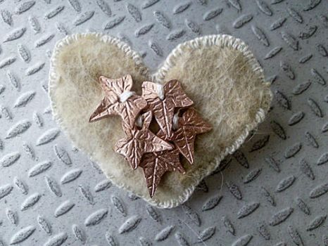 Felted heart by Aiasdotter
