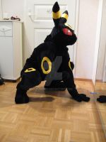 Attempt at posing: Umbreon by Furreon