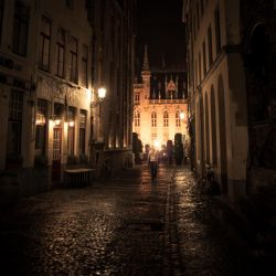 Mystery in the Alley by gilderic