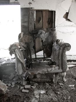 Old Chair by MsDramatic