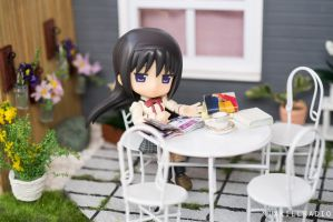 Homura in the Patio by kixkillradio