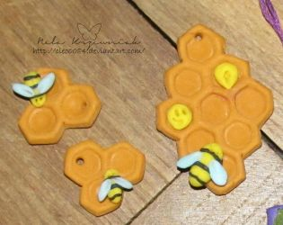 Honeycomb pendants by NelEilis